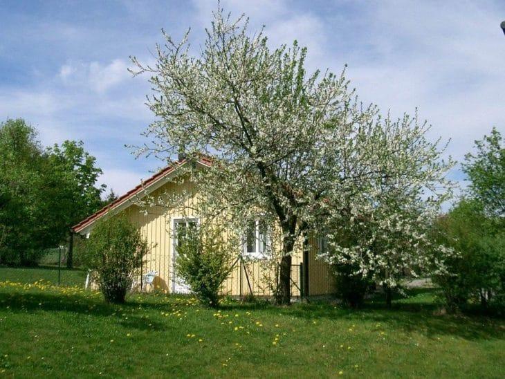 8 Holzhäuser in schwedischer Holzbauweise
