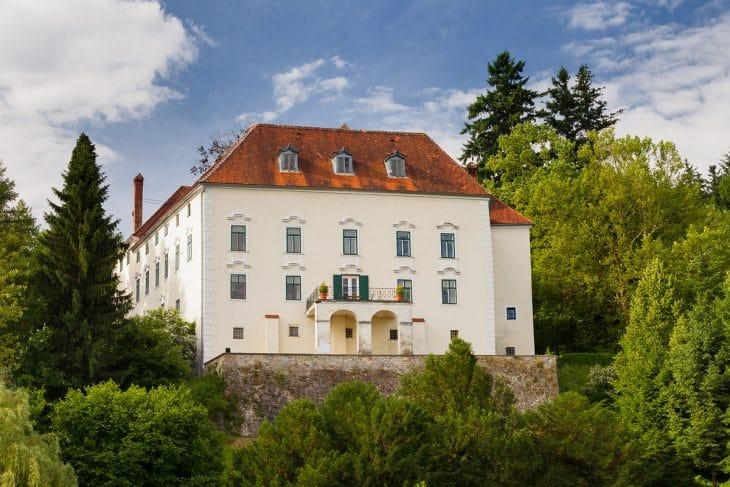 Schloss Ernegg + Ferienhäuser