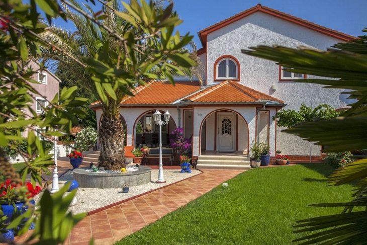 Villa Vilania mit Pool