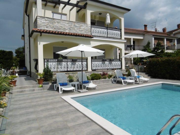 Villa Luka Apartments mit Pool